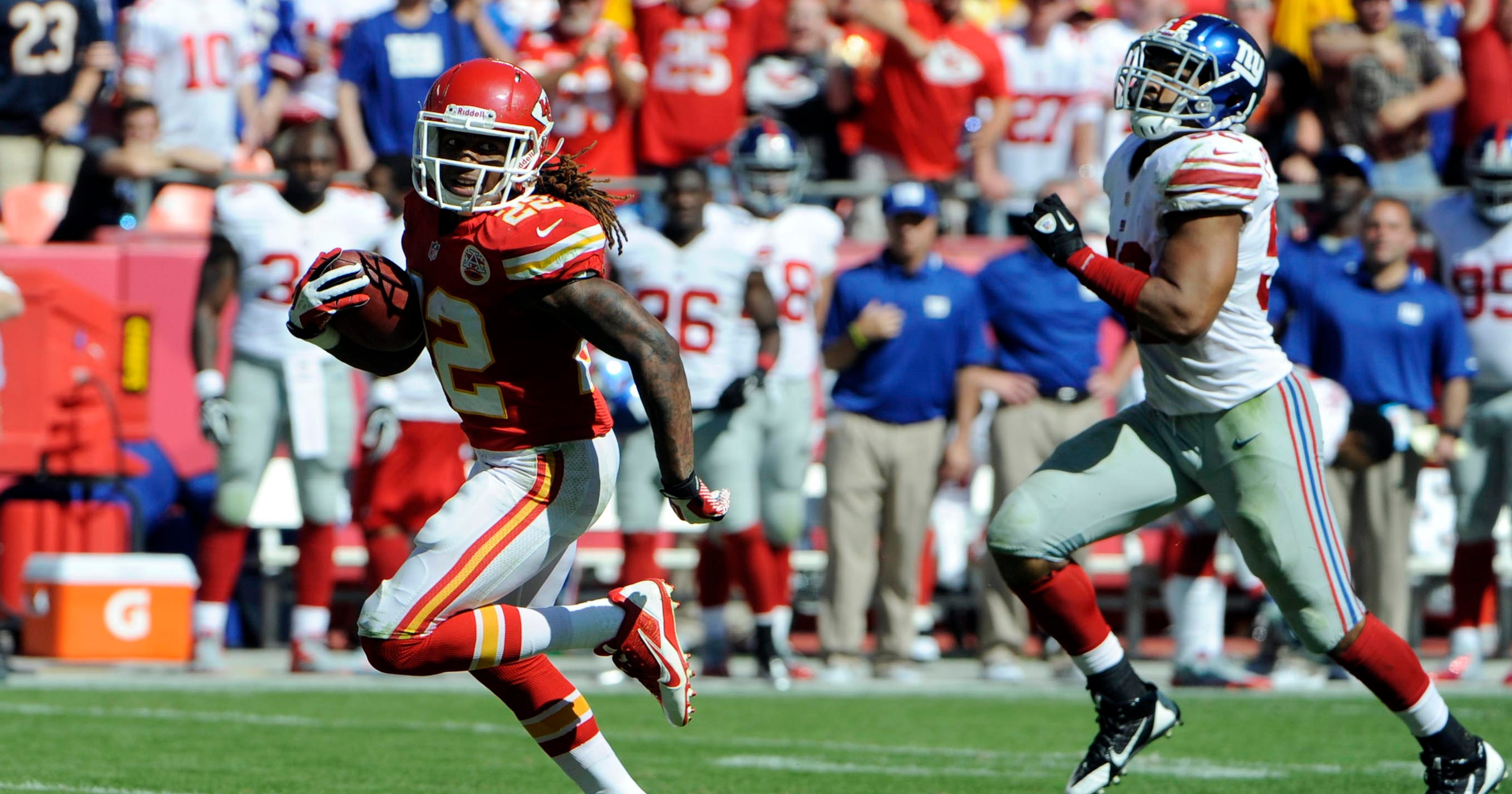 031d9555 Chiefs stay perfect, Giants stay winless as K.C. rolls 31-7