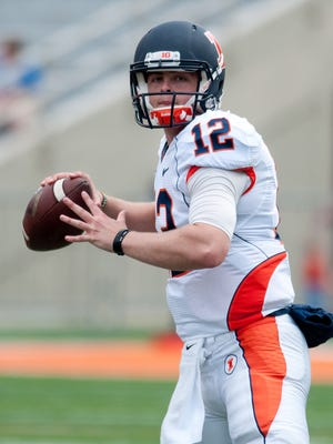 Illinois Fighting Illini quarterback Wes Lunt looks to pass the ball during the second quarter of the spring game at Memorial Stadium.