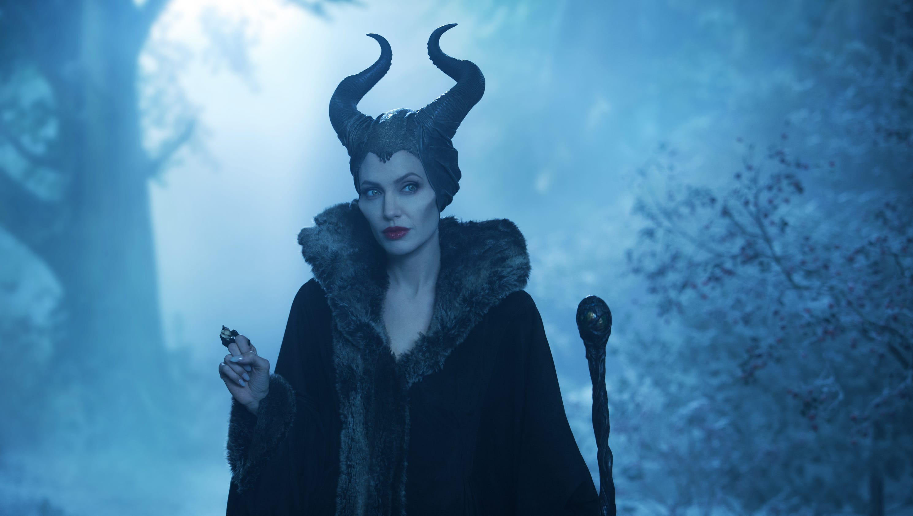 surprise angelina jolie to return for maleficent 2