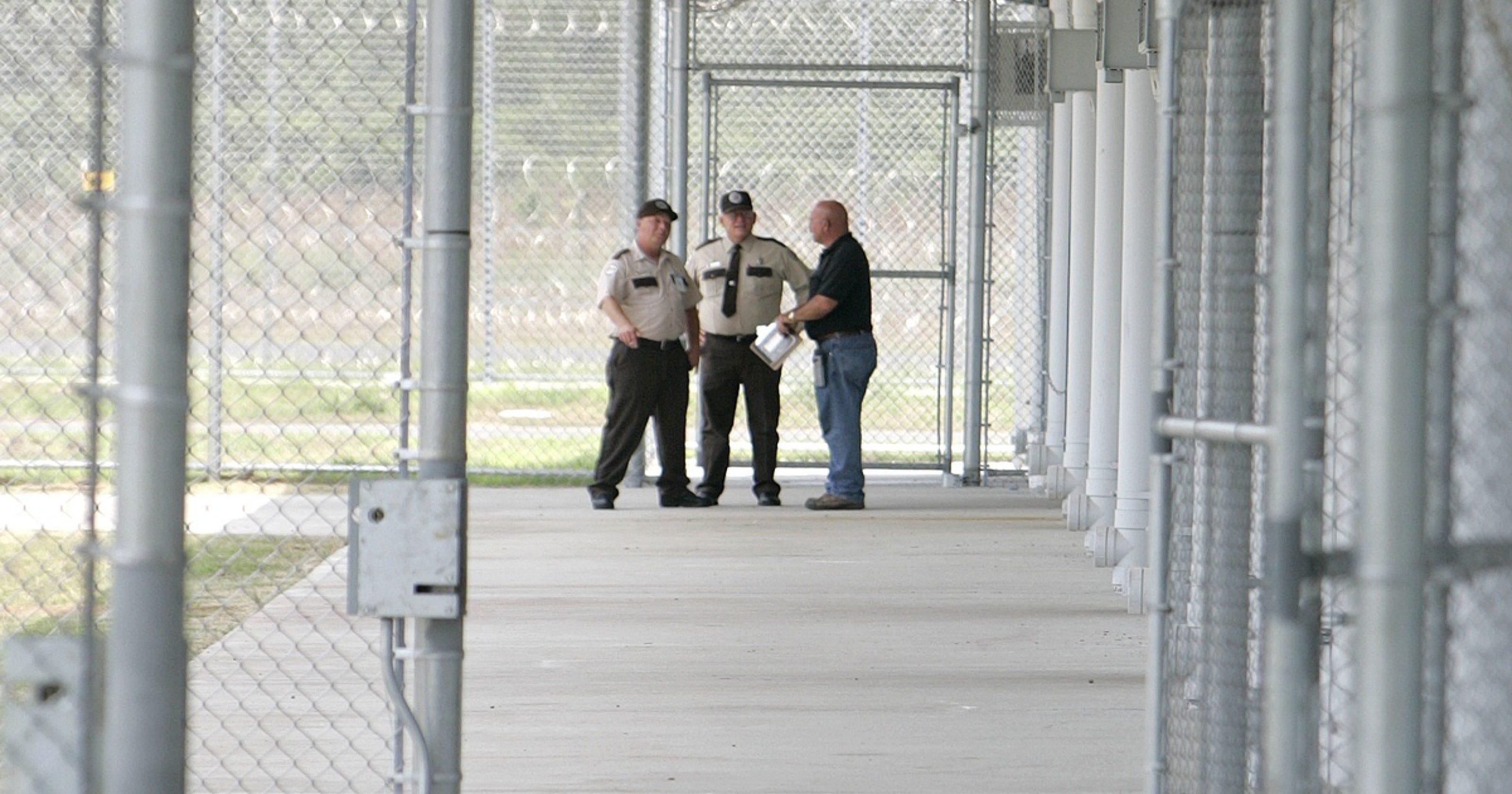 Hundreds of prisoners riot in Franklin County