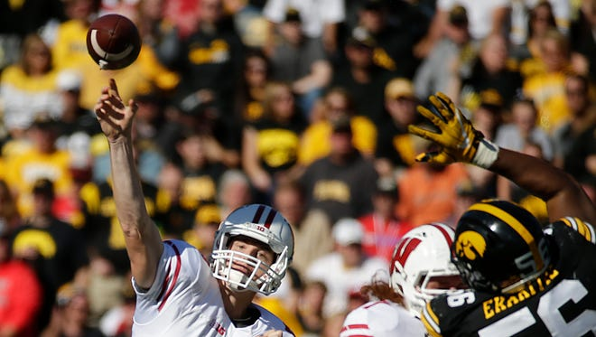Badgers quarterback Bart Houston completed 4 of 6 passes on Saturday for 59 yards and a touchdown in Wisconsin's victory over Iowa.