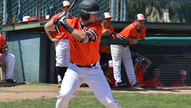 Sophomore catcher Shane Gipson delivered a bases-loaded single in the bottom of the ninth inning Thursday to lift the Ventura College baseball team to a 6-5 win over rival Moorpark College.