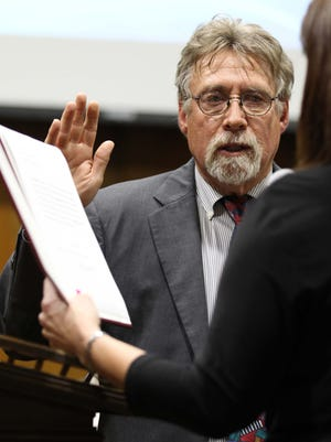 Mike Schilling, Zone 3 representative, is sworn in during the City Council meeting in Springfield on April 13, 2015.