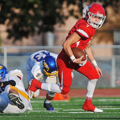 Lincoln's Cole DeBerg (7) rushes with the ball during