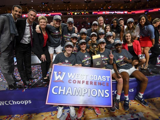 Gonzaga Bulldogs pose for a photo with the championship