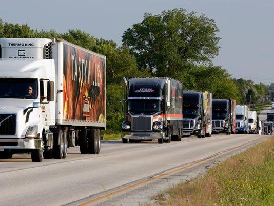 636077545916183906-she-n-NASCAR-haulers-0825-gck-14.JPG