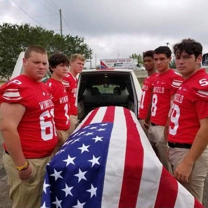 Winnfield players carry WWII hero on final march
