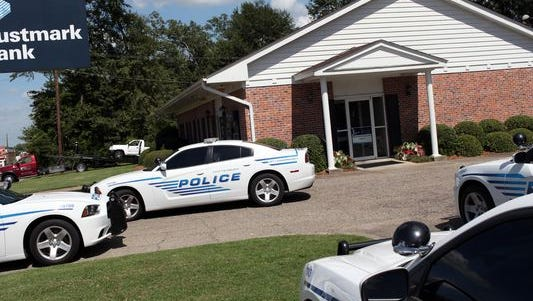 Hattiesburg Police officers respond to an attempted robbery today at Trustmark Bank, 3112 Hardy St. Officers have taken a suspect into custody.