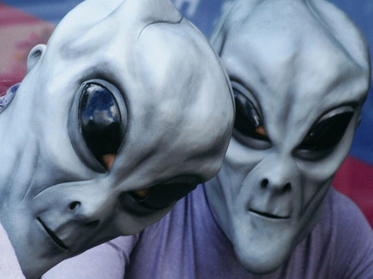 Two fans pose at the Roswell UFO convention.