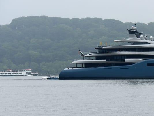 Aviva Mega Yacht