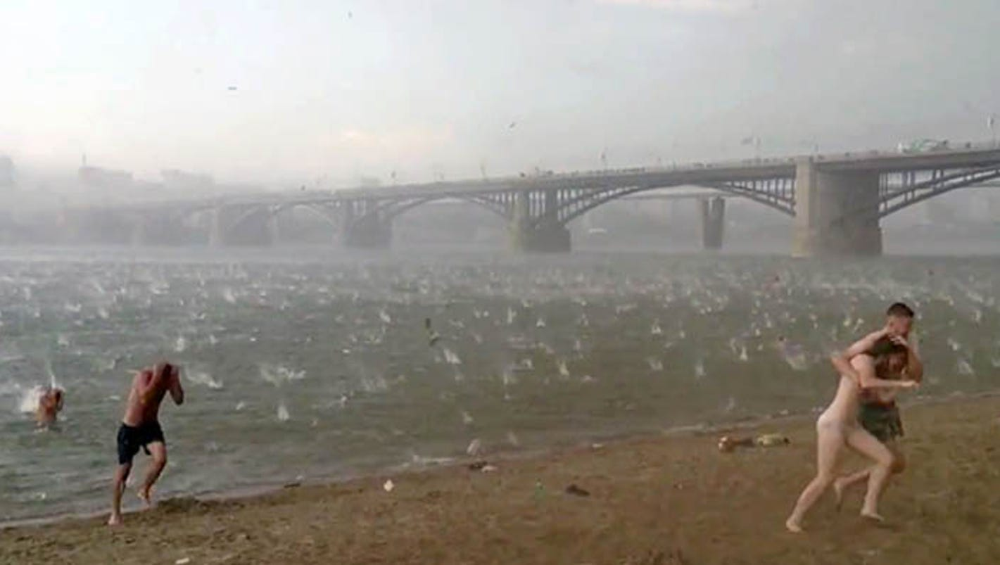 Video Deadly Hail Storm Batters Beachgoers In Siberia