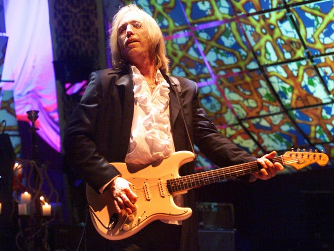 1999 Tom Petty and the Heartbreakers perform at the