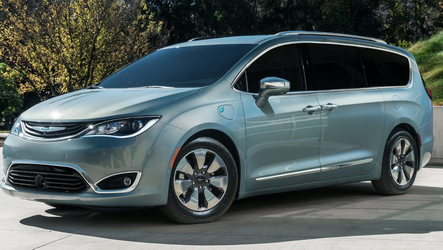 chrysler pacifica hybrid minivan deliveries to start. Black Bedroom Furniture Sets. Home Design Ideas