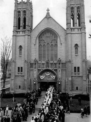 A crowd gathers outside Sacred Heart for Bishop Fulton Sheen's installation in 1966.