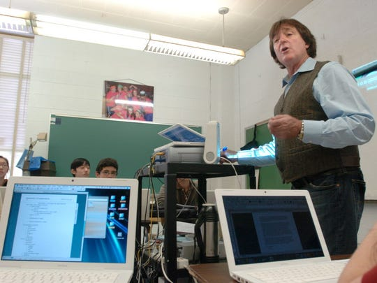 Pascack Valley High School teacher Jeff Jasper teaches AP Government/Public Policy in October 2007.