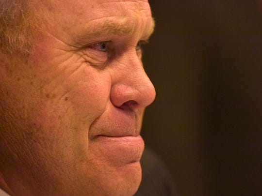 Emotion overwhelms Tennessee head coach Phillip Fulmer