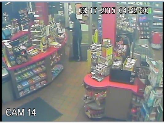 635621952001497012-Prescott-convenience-store-robber