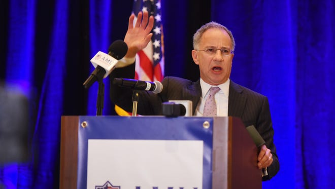 Former New Jersey U.S. Attorney Paul Fishman speaks during the American Muslim Union Lunch on Sunday in Teaneck.