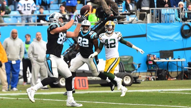 Carolina Panthers tight end Greg Olsen (88) catches a touchdown in the third quarter at Bank of America Stadium.