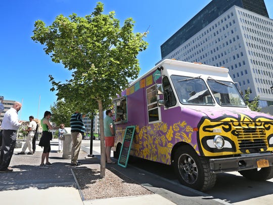 Neno's food truck serves up lunch in downtown Rochester