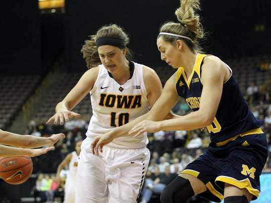 635902909063178100-IOW-0128-Iowa-wbb-vs-Michigan-08.jpg