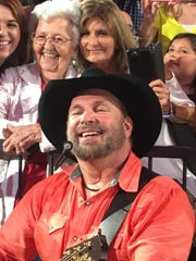 Garth Brooks serenades Laura Bertaut, 89, of Slidell
