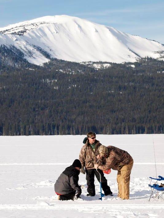 SAL0212-STA Ice fishing 4