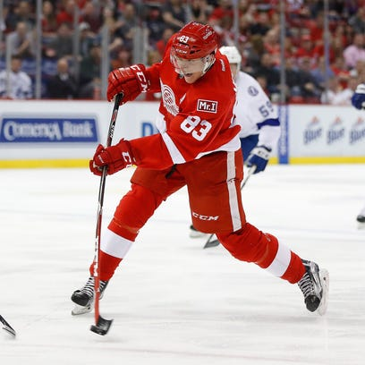 Detroit Red Wings left wing Tomas Nosek (83) shoots