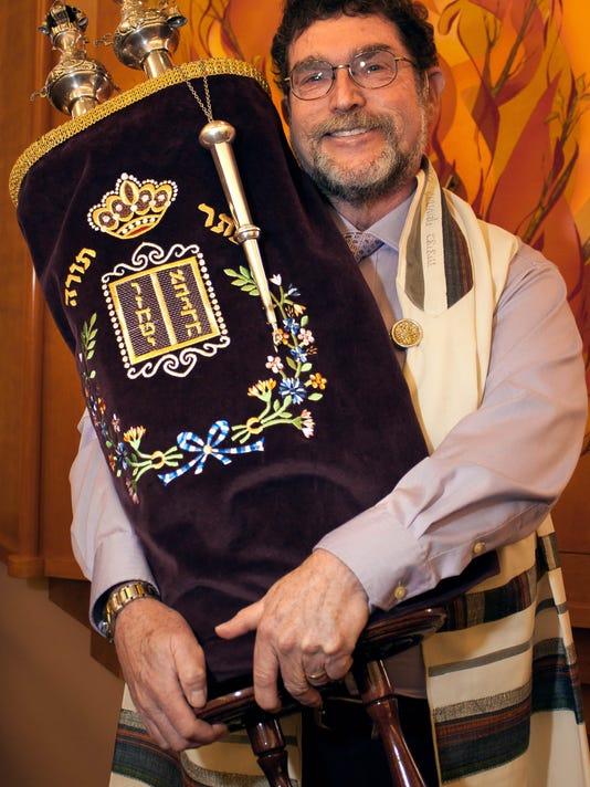 LRUBrd_12-25-2015_SunNews_1_C001--2015-12-24-IMG_Rabbi_Larry_Karol_1_1_SACUD