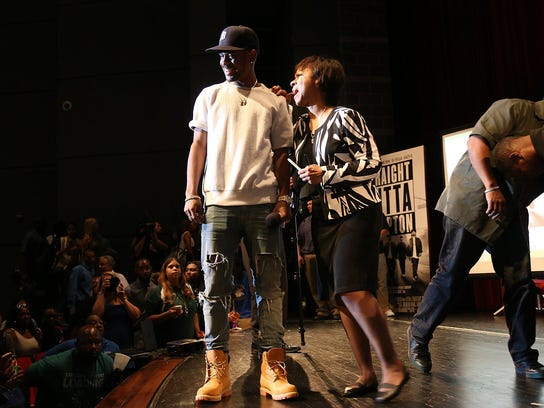 Detroit Rapper Big Sean shares the stage with his mother,