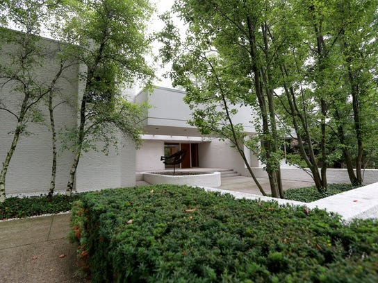 Birmingham home built in 1992 by architect Irving Tobocman.