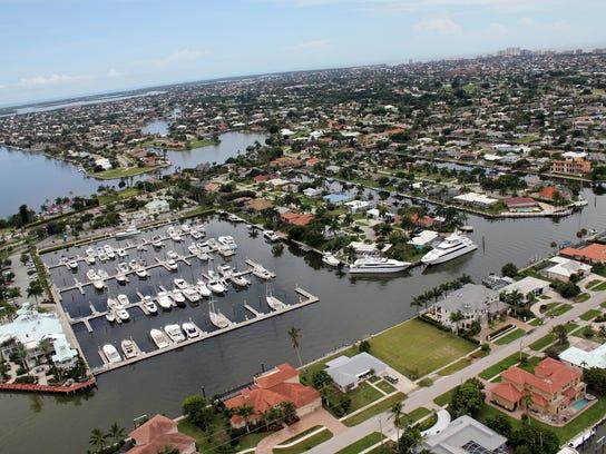 File: Marco Island Yacht Club.