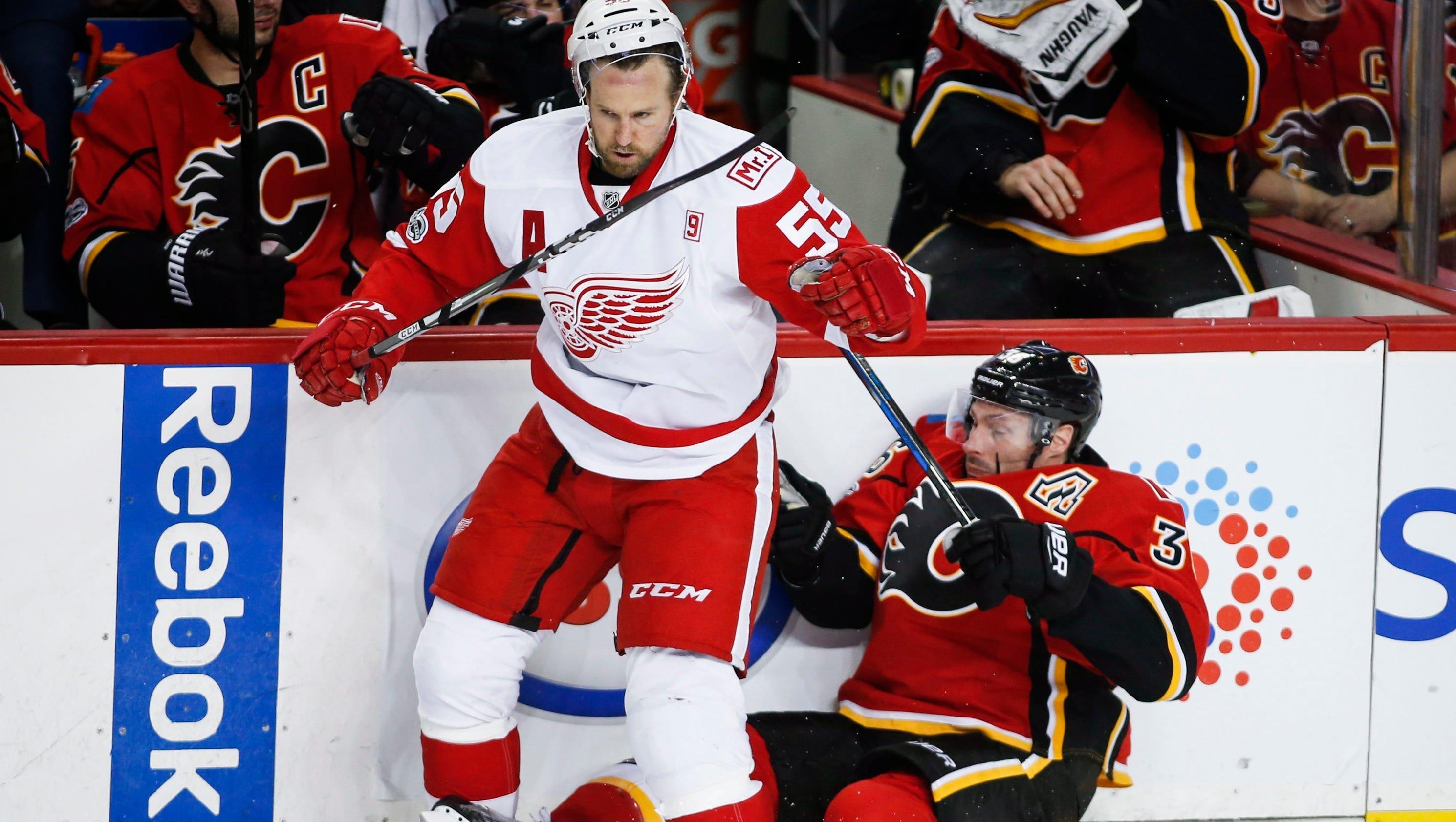 636241885095720976-ap-red-wings-flames-hockey-j-6-
