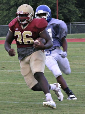 Riverdale's Jordan Jefferson breaks free on a long run during Friday's scrimmage.