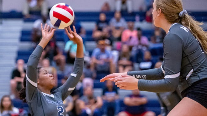 Hendrickson's Karys Dove returns as one of the top setters in Class 5A in the Austin area. She will help lead the Hawks into a new district and a new classification.