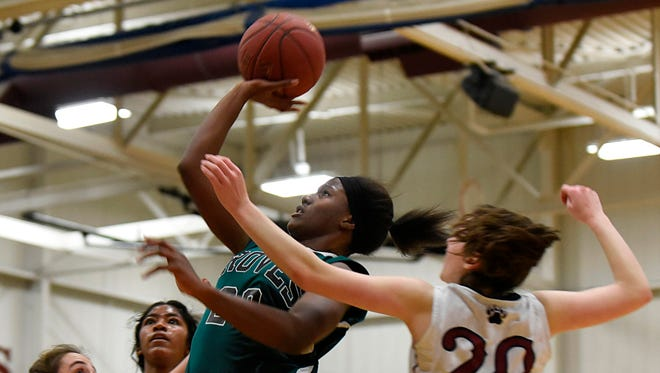 Junior standout Sha Carter (center) led Groves with 17 points in its OAA Gold Division victory Thursday over Berkley.