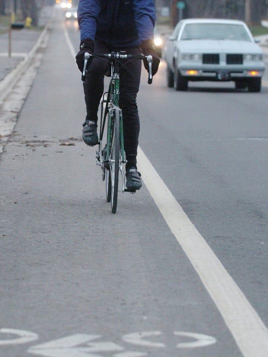 635999673960907926-bicyclist.jpg