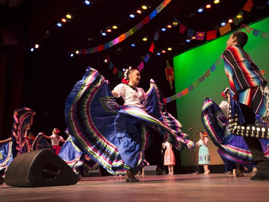 Members of the Ballet Folklorico Quetzalli-AZ dance