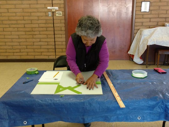 Doreen De la Rosa works on a spinning star design.