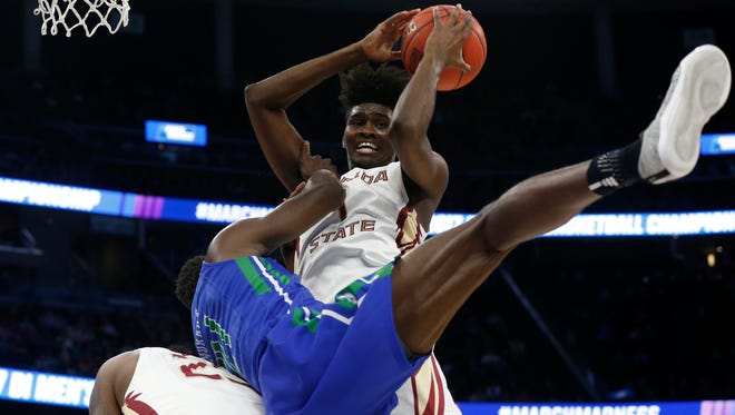 Mar 16, 2017; Orlando, FL, USA; Florida State Seminoles forward Jonathan Isaac (1) and Florida Gulf Coast Eagles forward Demetris Morant (21) collide during the first half in the first round of the NCAA Tournament at Amway Center. Mandatory Credit: Kim Klement-USA TODAY Sports