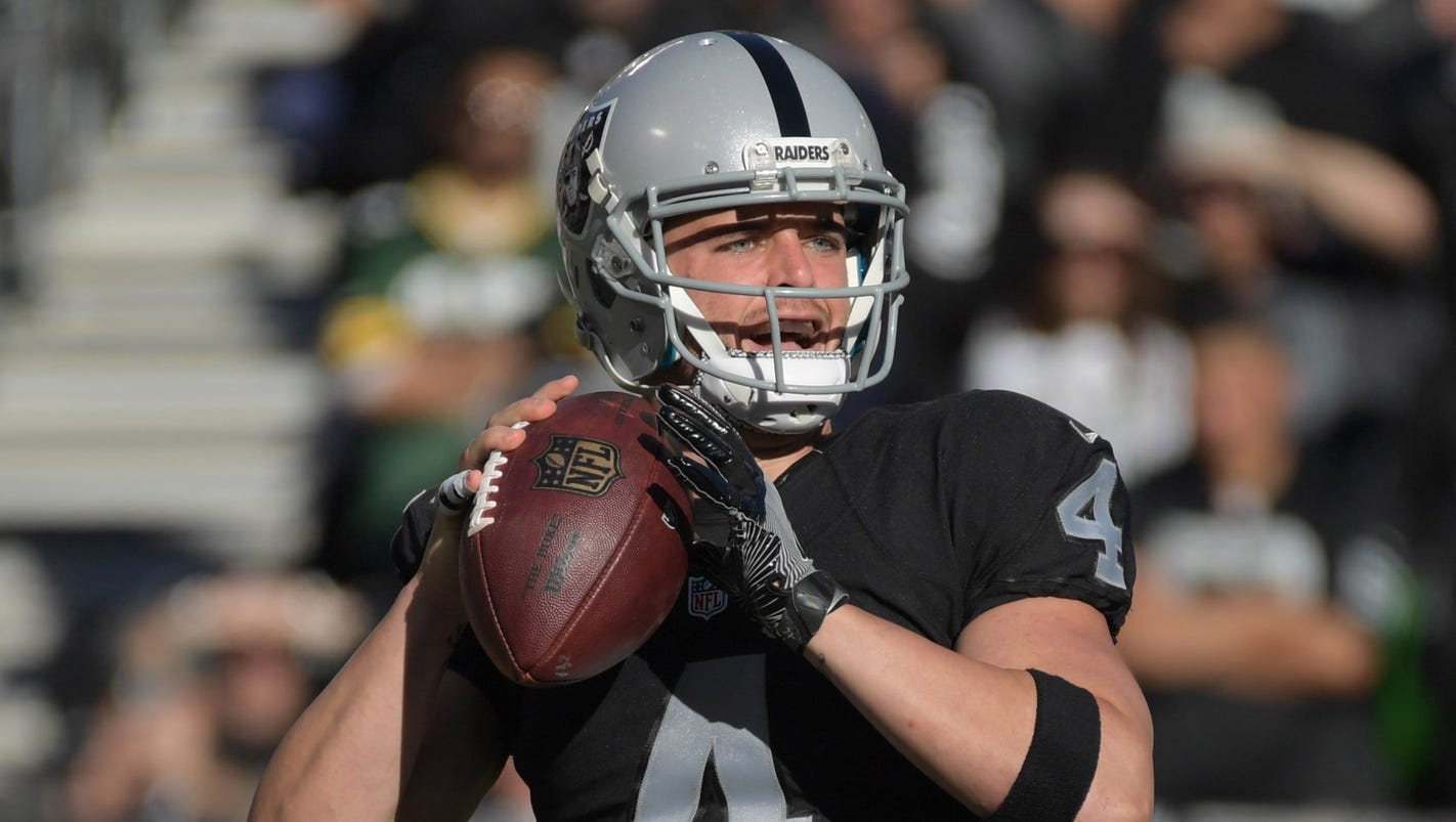 Raiders QB Derek Carr out indefinitely with broken fibula
