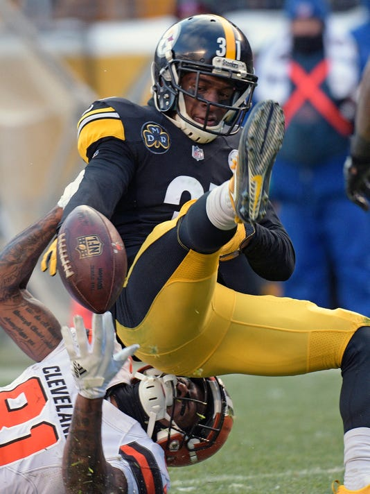 Pittsburgh Steelers defensive back Mike Hilton (31) breaks up a pass intended for Cleveland Browns wide receiver Rashard Higgins (81) during the second half of an NFL football game in Pittsburgh, Sunday, Dec. 31, 2017. (AP Photo/Don Wright)
