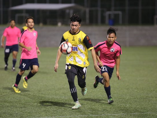 Bobcat Rovers' Arnold Torres makes a move to the ball