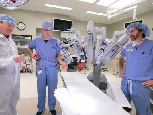 636479778766784973-Robotic-surgery-05.jpg