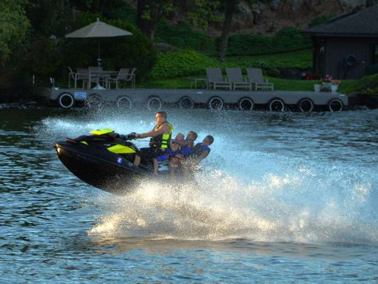 081916-ai-jet-ski-fun02.jpg