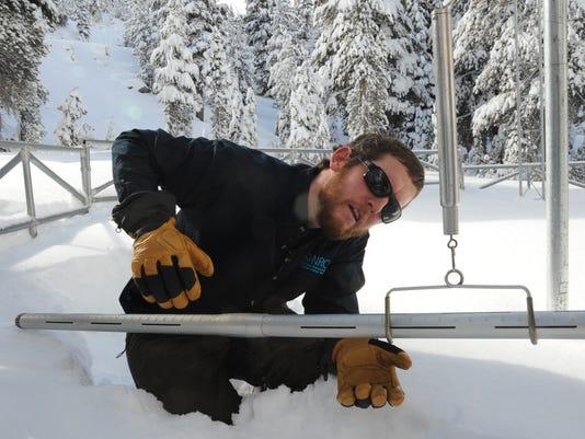 -RENBrd_02-01-2014_RGJ_1_A004~~2014~01~31~IMG_REN0201_Snow_survey._1_1_F66B6.jpg