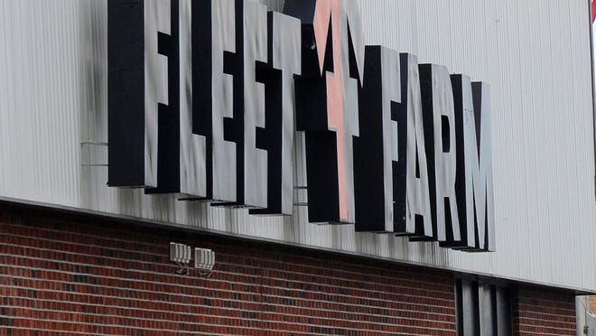 A bomb threat was discovered Thursday night at the Fond du Lac Fleet Farm