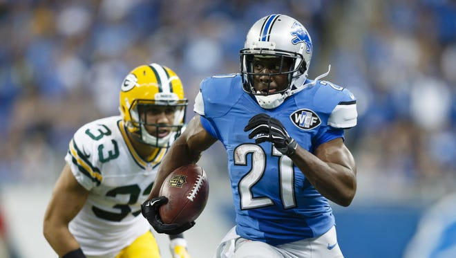 Detroit Lions running back Reggie Bush breaks away from Green Bay Packers free safety Micah Hyde for a 26-yard rushing touchdown Sept. 21, 2014.