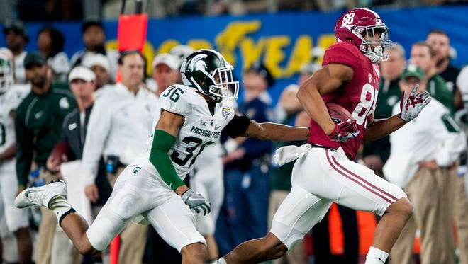 Alabama tight end O.J. Howard (88) catches a long pass against Michigan State cornerback Arjen Colquhoun (36) during first half action in the Cotton Bowl on Thursday December 31, 2015 at AT&T Stadium in Arlington, Tx. (Mickey Welsh / Montgomery Advertiser)