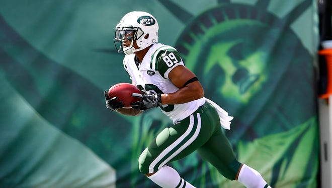 Jalin Marshall #89 of the New York Jets returns a kickoff against the Cincinnati Bengals at MetLife Stadium on September 11, 2016 in East Rutherford, New Jersey. The Cincinnati Bengals defeated the New York Jets 23-22.
